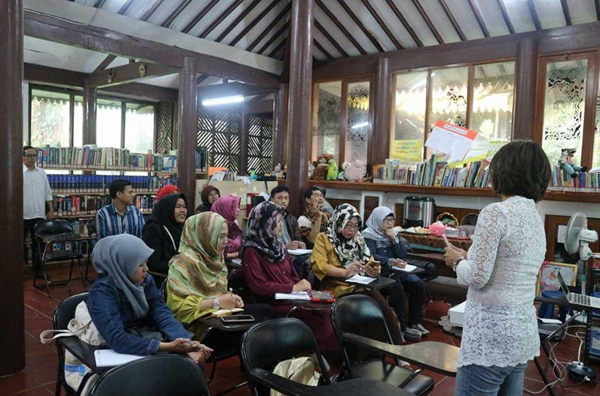 Kegiatan di Rumah Dhekem, Tanah Tingal Ciputat Tangerang